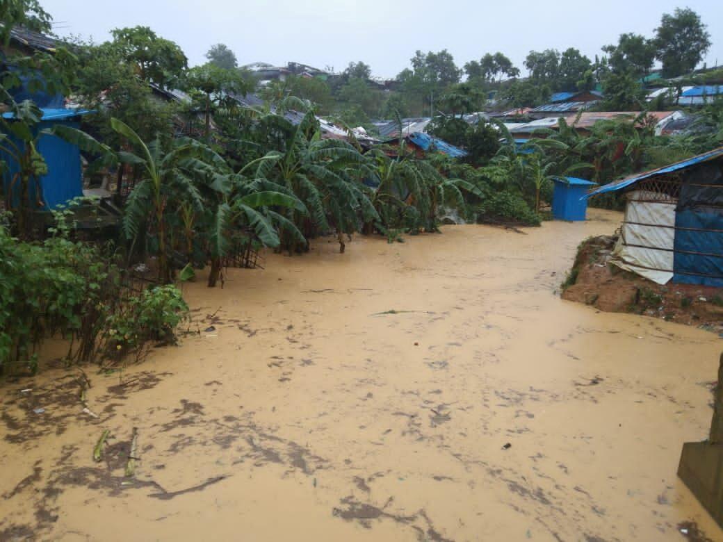 น้ำท่วมค่ายผู้ลี้ภัยโรฮีนจาในบังกลาเทศ ทำนับหมื่นคนไร้ที่อยู่
