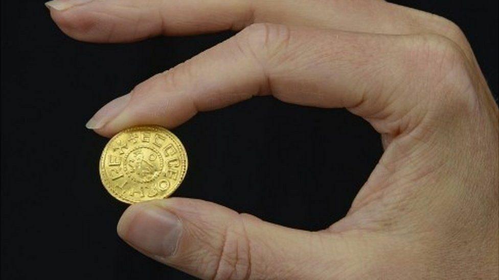 เหรียญทองอันจิ๊ดล้ำค่า อังกฤษพบในทุ่ง คาดราคาประมูลพุ่ง 9 ล้านบาท