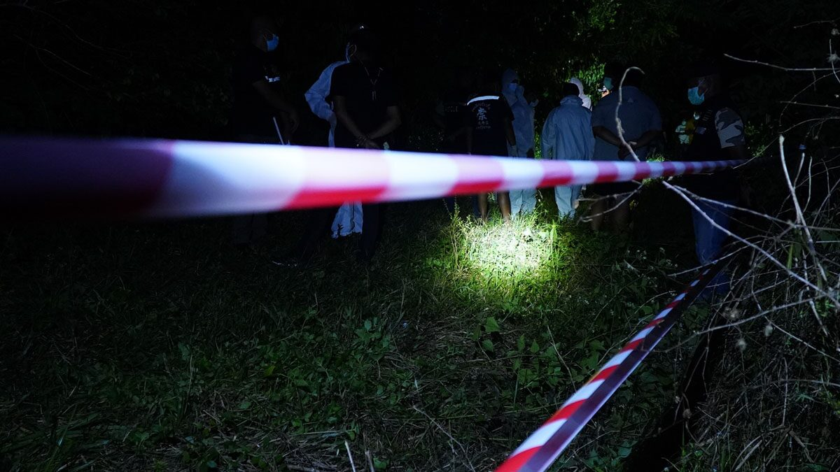 พบร่างสาว ถูกสังหารโหด ห่อด้วยผ้าปูที่นอน ทิ้งศพริมคลอง คนหาปลาผวา