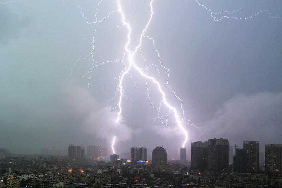 นักวิจัยจีนใช้ 'ข้อมูลฟ้าผ่า' เพิ่มความแม่นยำ 'พยากรณ์ปริมาณฝน'