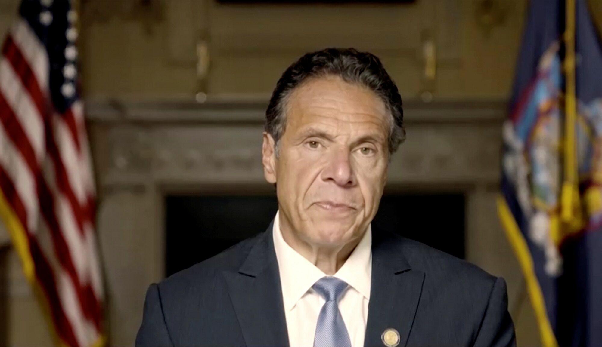 ผู้ว่านิวยอร์กถูกกดดันให้ออก เหตุล่วงละเมิดทางเพศหญิง 11 ราย