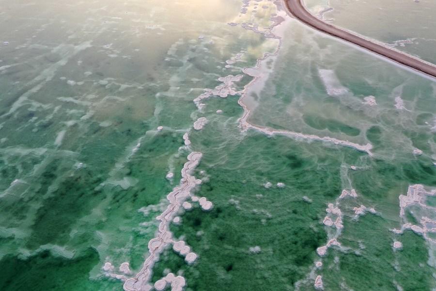 ยล 'ผลึกเกลือ' สวยแปลกตาแห่งทะเลสาบเดดซี