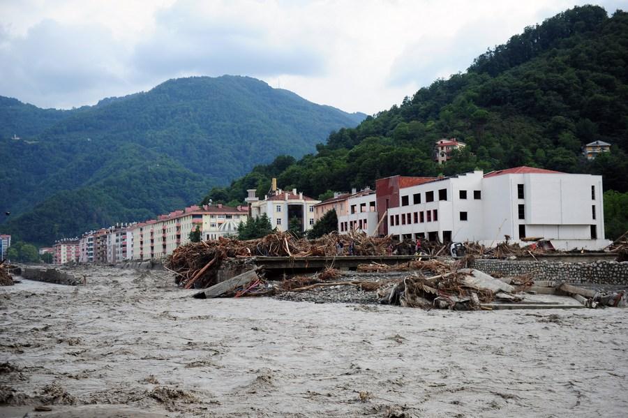 ภูมิภาคทะเลดำในตุรกี เผชิญฝนตกน้ำท่วมดินถล่ม ดับ 17 ราย