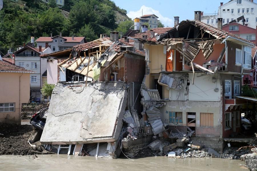 ยอดดับ 'น้ำท่วมฉับพลัน' ในตุรกี พุ่งแตะ 74 ราย