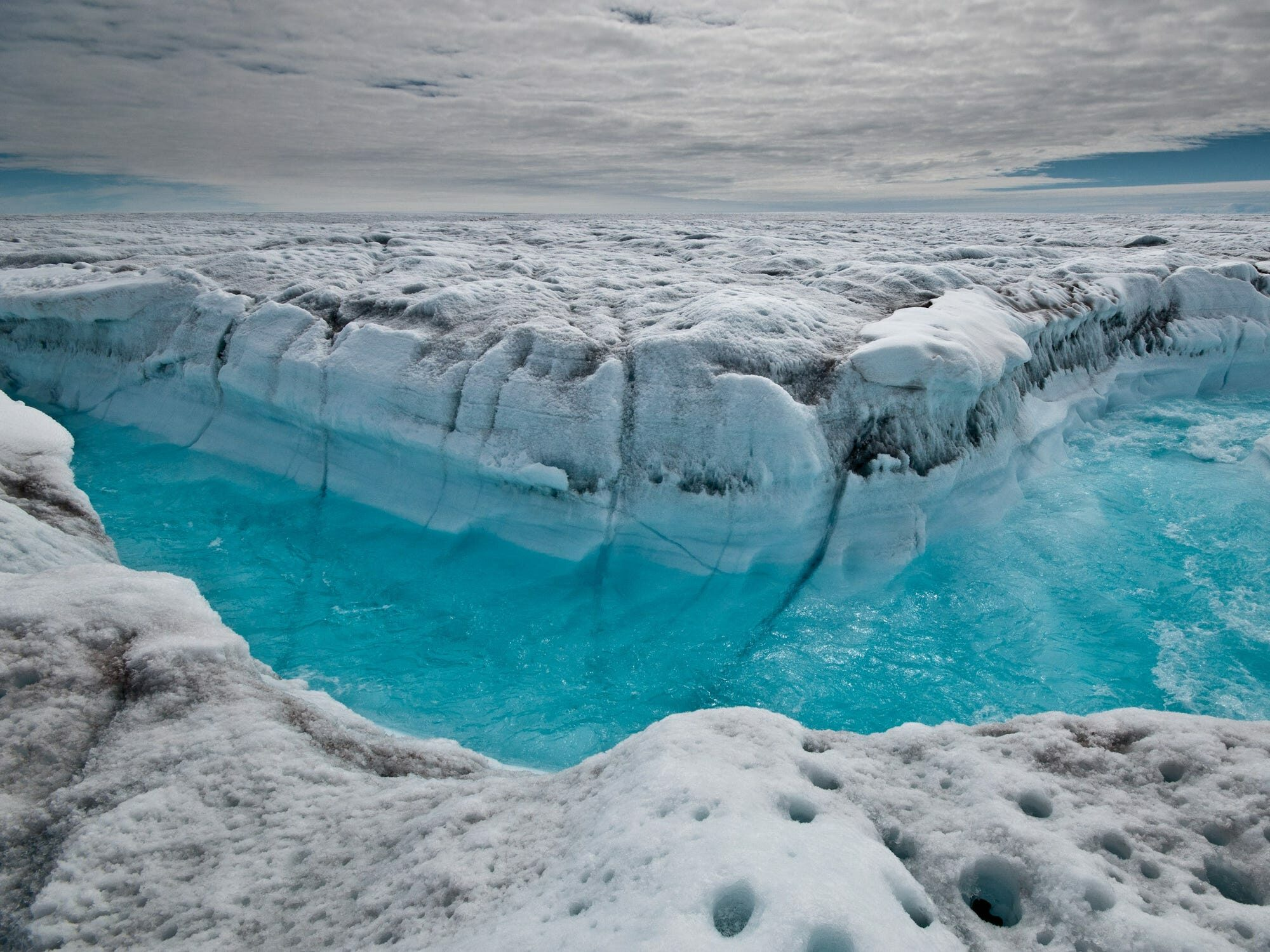 ฝนกระหน่ำบนเขาน้ำแข็ง กรีนแลนด์ ช่วงฤดูร้อน ครั้งแรกในประวัติศาสตร์