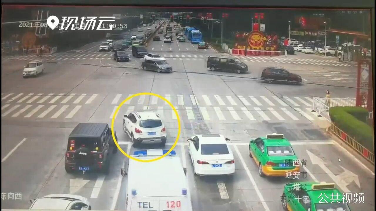 'มนุษยธรรม' อยู่เหนือ 'กฎจราจร' ตำรวจจีนไม่เอาความรถฝ่าไฟแดง