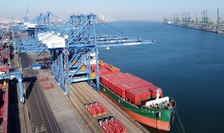 สถิติดีสุด! 'ท่าเรือเทียนจิน' ขนส่งสินค้าทะลุ 300 ล้านตันในปีนี้