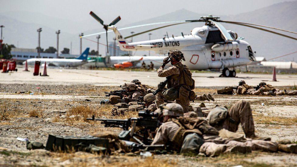 """อัฟกานิสถาน : สหรัฐฯ ส่งโดรนสังหาร """"มือวางแผน"""" กลุ่มไอซิส-เค หลังเหตุระเบิดสนามบินคาบูล"""