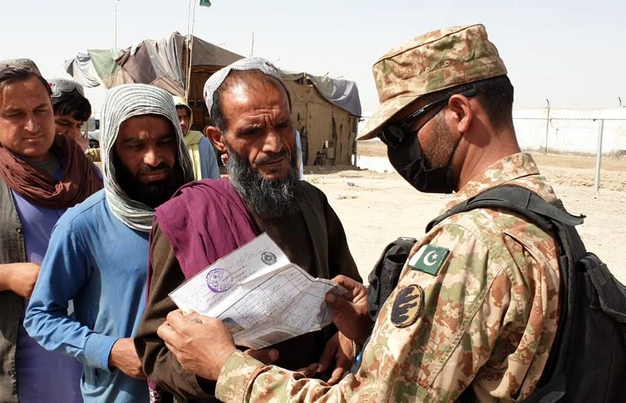 ชาวอัฟกานิสถานนับหมื่น อพยพเข้าปากีฯ