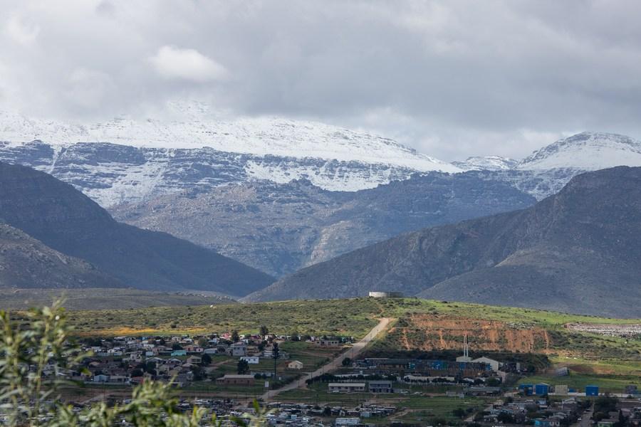 หิมะห่มคลุมเทือกเขา เด่นตระหง่านในแอฟริกาใต้