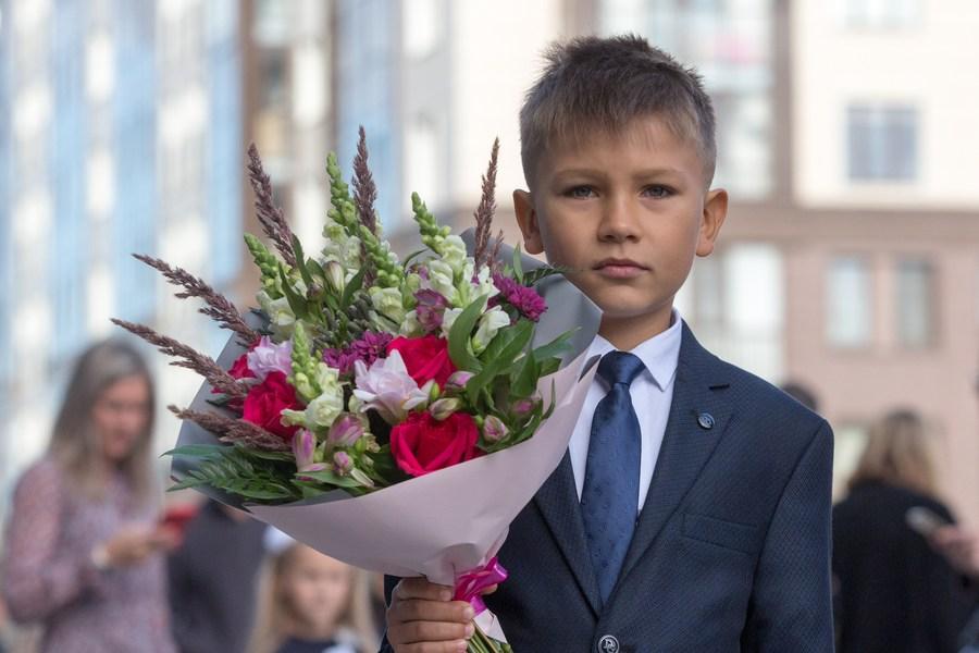 นักเรียนรัสเซียร่าเริงสดใสรับเปิดภาคเรียนใหม่