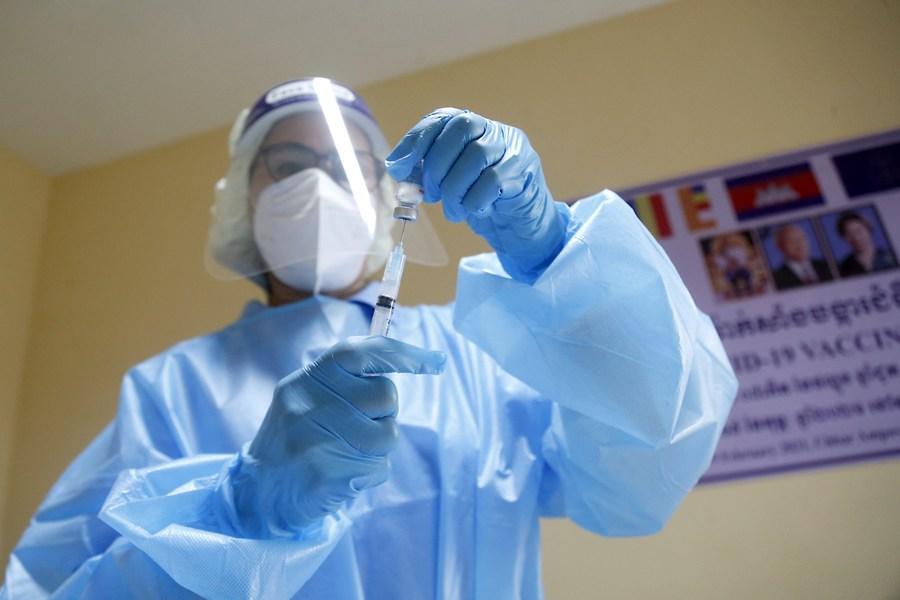กัมพูชาเข้าใกล้เป้าหมายฉีดวัคซีนโควิด-19 ให้ประชาชน 75% ก่อนสิ้นปี