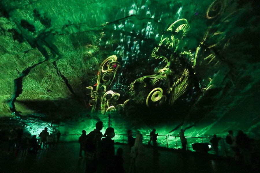 แสงสีตระการตา เสริมเสน่ห์ 'ถ้ำฮัน' แห่งเบลเยียม
