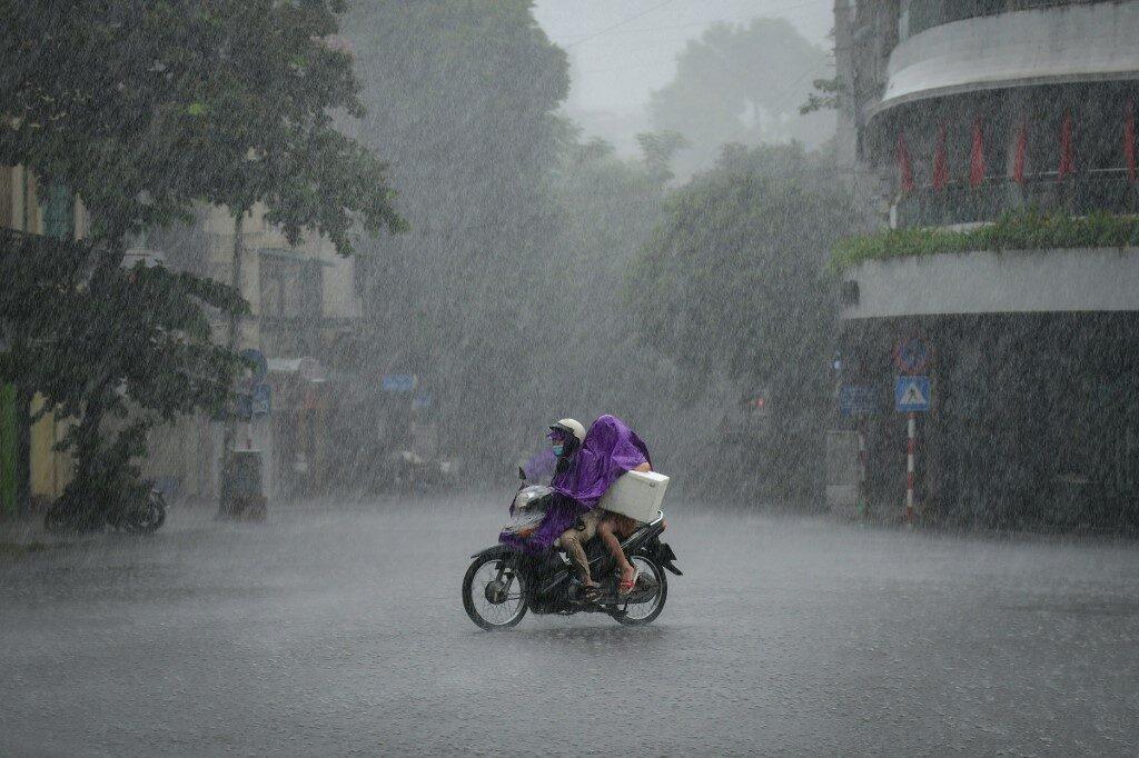 เวียดนามเตือนน้ำท่วม-ดินถล่ม แม้พายุโกนเซินอ่อนกำลังลง
