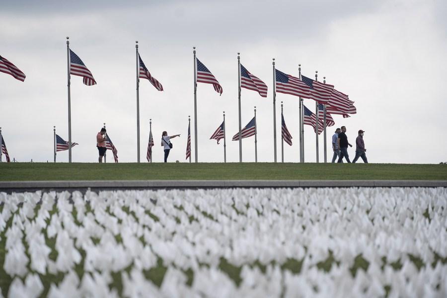 สหรัฐฯ ปัก 'ธงขาว' อาลัยเหยื่อโควิด-19