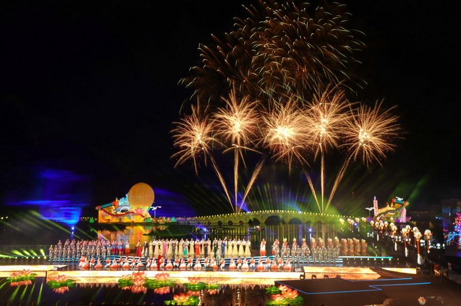 เทศกาลโคมไฟฉลองไหว้พระจันทร์สุดอลังการในเจียงซู
