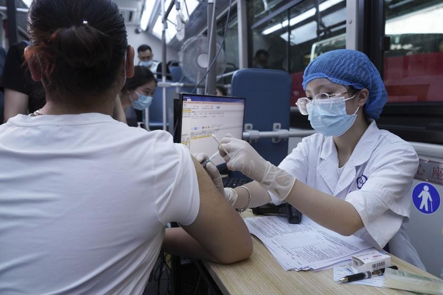 ฉงชิ่งเตรียมฉีดวัคซีนโควิด-19 ให้ต่างชาติ วัย 12-17 ปี