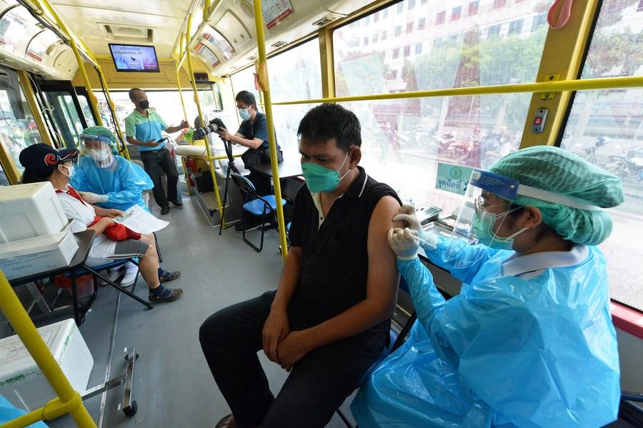 กรุงเทพฯ พลิกโฉม 'รถเมล์' เป็นหน่วยฉีดวัคซีนโควิด-19 เคลื่อนที่