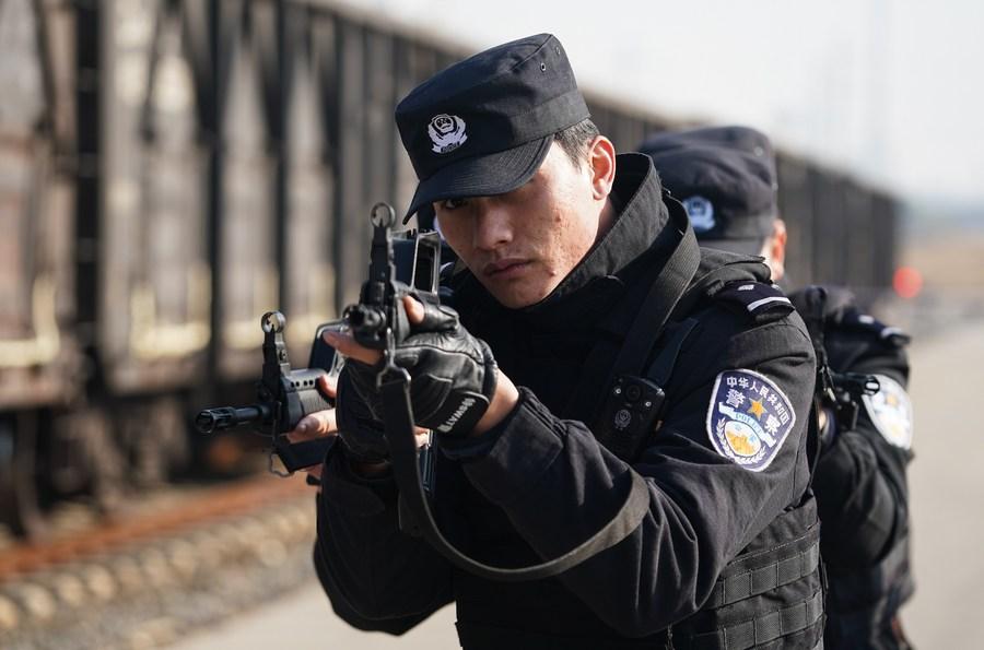จีนยกย่อง 'ตำรวจ' ทุ่มเททำงานดีเยี่ยม
