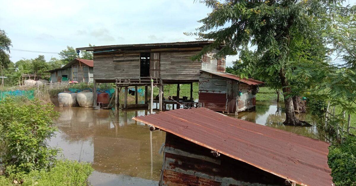 น้ำลำเชียงไกรสูงล้นตลิ่ง ท่วมบ้านใน ต.ธารปราสาท กว่า 10 หลัง ชาวบ้านเผยปีนี้น้ำมาเร็วกว่าทุกปี