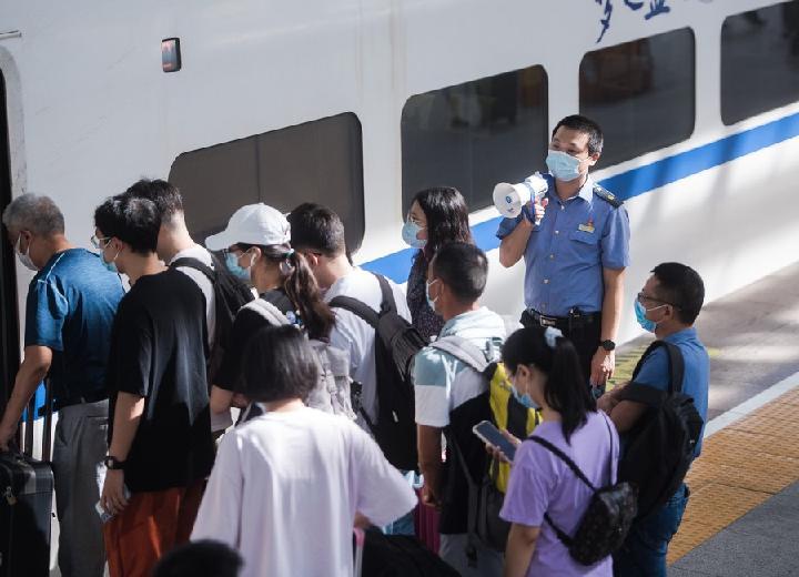 จีนเผยยอดโดยสารรถไฟ ช่วงหยุดไหว้พระจันทร์ เฉียด 35 ล้านครั้ง