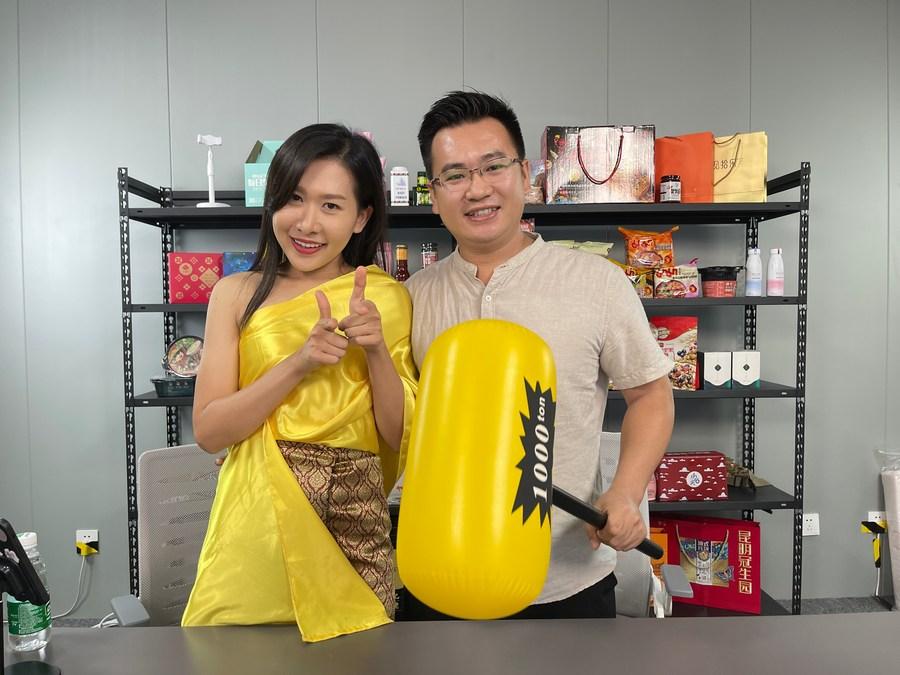 สาวไทยหนุ่มจีนผลิต 'คลิปสั้น' โด่งดัง เผยแพร่วัฒนธรรมสองชาติ