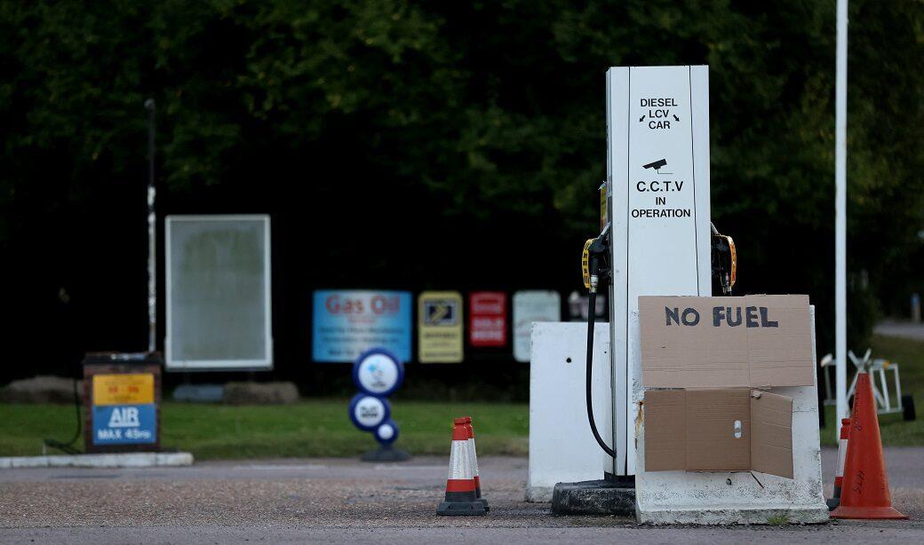 รัฐบาลอังกฤษยอมเสียหน้า ออกวีซ่าชั่วคราวให้กับคนขับรถบรรทุกต่างชาติ หลังน้ำมันขาดแคลนหนักในประเทศ