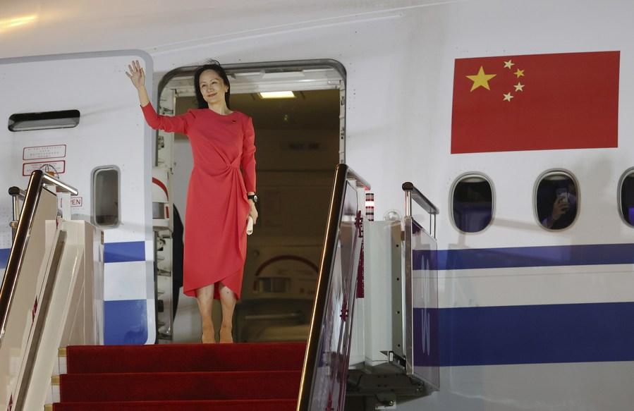 ชาวจีนปีติยินดี ต้อนรับ 'เมิ่งหว่านโจว' กลับบ้าน