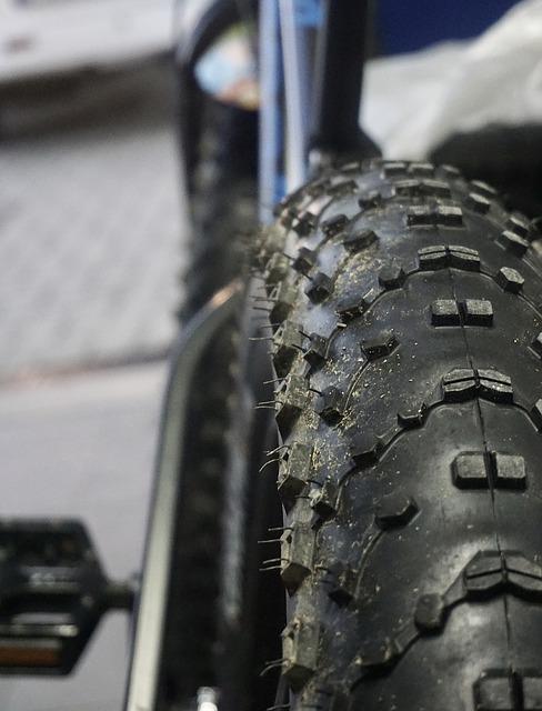 winter-tires-1738867_640