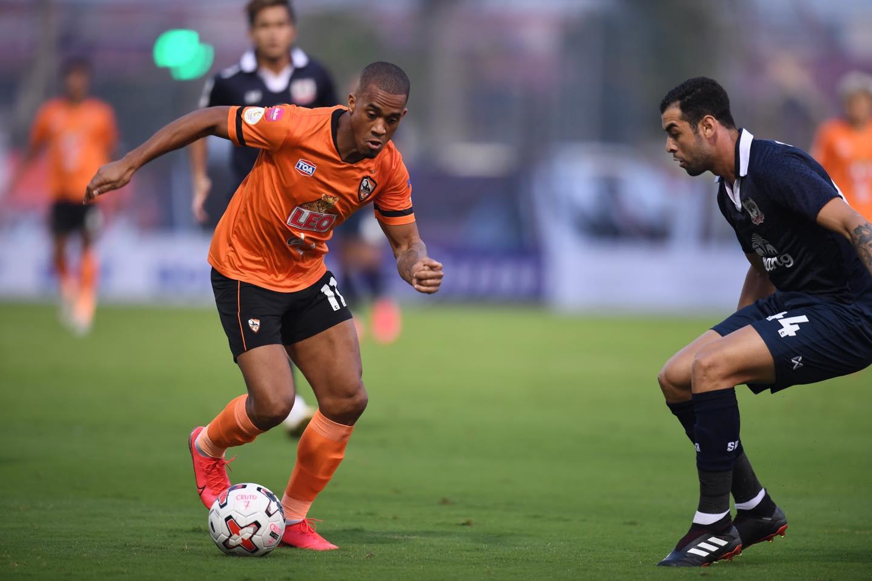 ยิงเต็มข้อ, บับเบิ้ล, ฟุตบอลไทย, ไทยลีก, ทีมชาติไทย, เอเอฟซี แชมเปี้ยนส์ลีก, สมาคมกีฬาฟุตบอลฯ