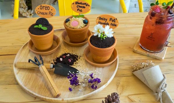Flowerpot Cafe คาเฟ่น่านั่ง ชิลล์ท่ามกลางธรรมชาติ ในซอยรามคำแหง 21