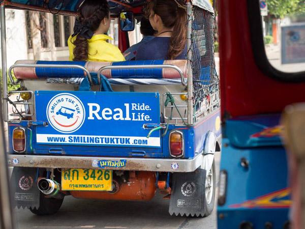 เที่ยวไทย ไปกับ  Smiling Tuk Tuk