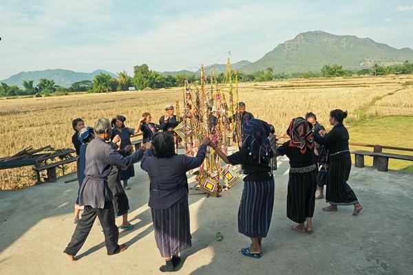 ม่วนหลาย เที่ยว หมู่บ้านวัฒนธรรมไทดำ วิถีชีวิตดั้งเดิมลาวโซ่ง เชียงคาน