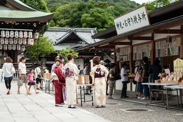 Kimono_twoKim_Shutterstock.com