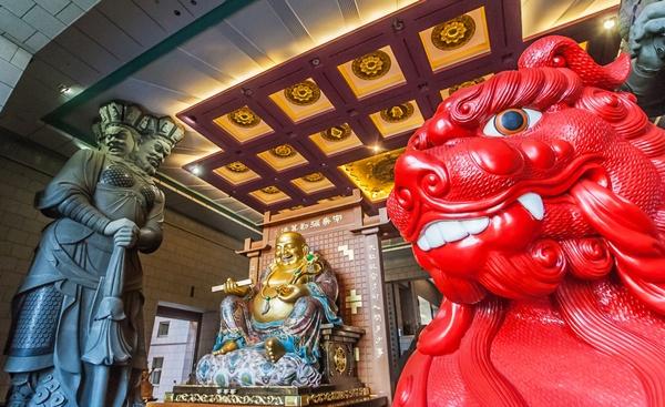 Chung Tai Chan_Marc Venema_Shutterstock.com