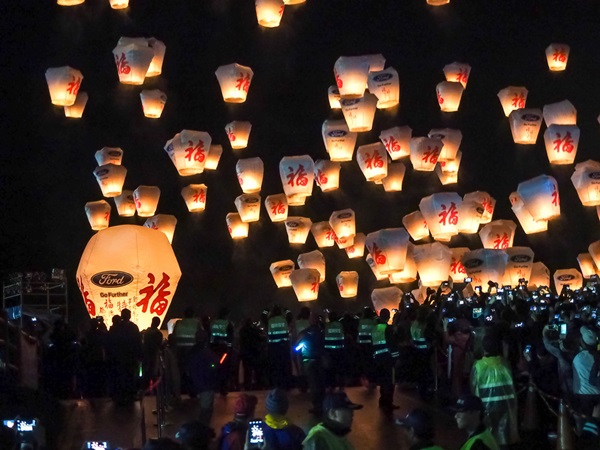 pingxi-sky-lantern-festival_johnson76_shutterstock-com