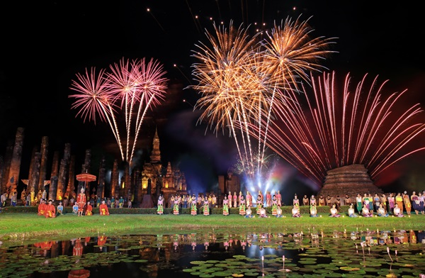 loy-krathong-sukhothai_i-love-photo_shutterstock-com