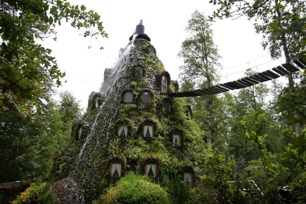01 โรงแรมสุดแปลก La Montana Magica Lodge