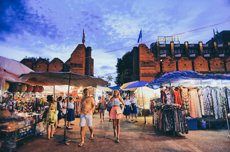 Tha Phae Gate night market