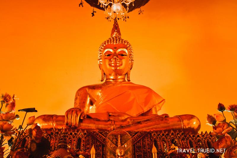 Wat Sam Phra Ya
