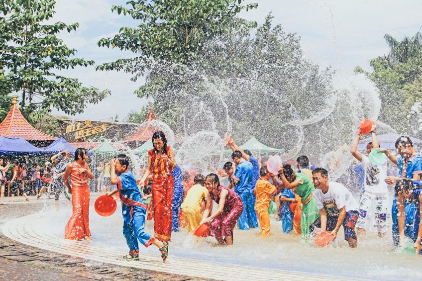 4 งานสงกรานต์ ประเทศเพื่อนบ้าน ซัดน้ำกันกระจุย เหมือนบ้านเราไหม ไปดู !