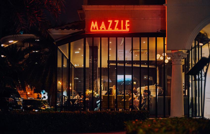 ร้านพิซซ่า MAZZIE พาร์ค เลน เอกมัย