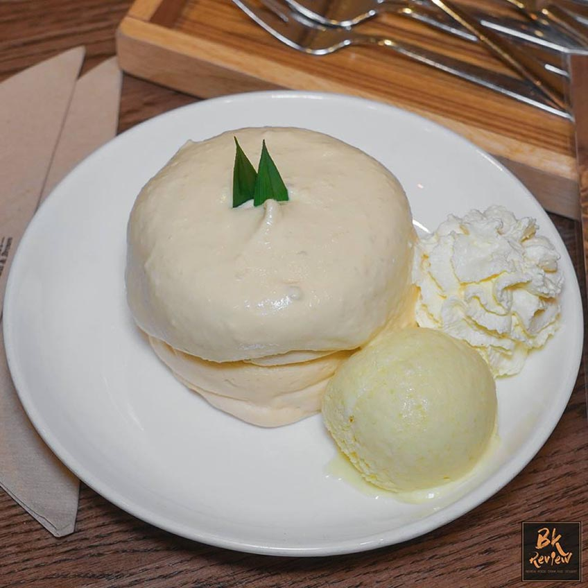 Fluff Pancake Café คาเฟ่ กรุงเทพ ทุเรียน
