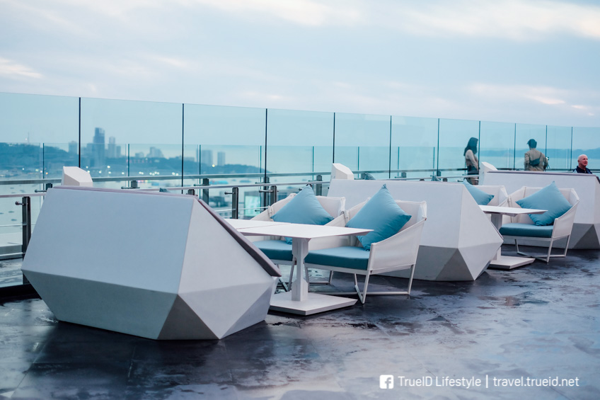 Rooftop พัทยา The Sky 32