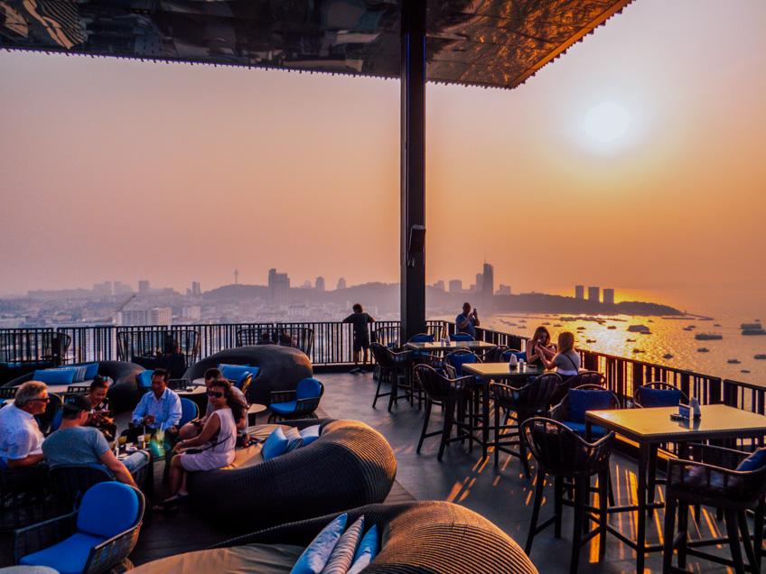 Hilton Sky Bar Rooftop พัทยา