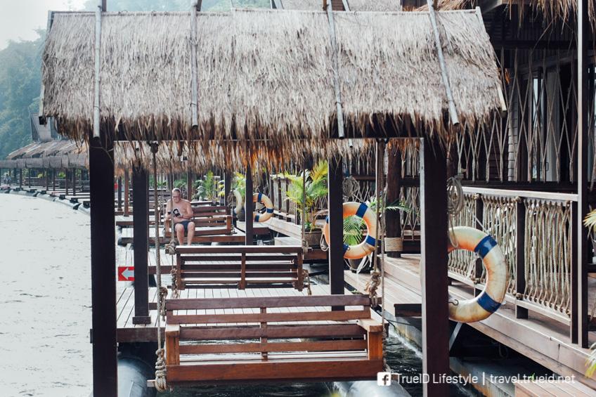 แพริมน้ำ กาญจนบุรี The Float House