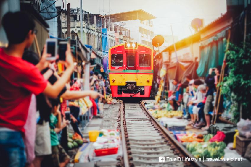 ตลาดร่มหุบ ที่เที่ยวใกล้กรุงเทพ