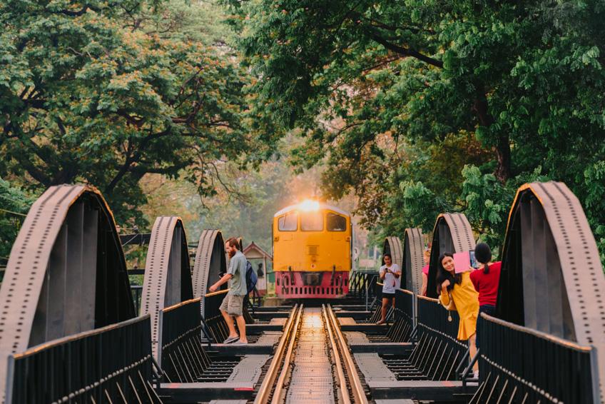 สะพานข้ามแม่น้ำแคว กาญจนบุรี ที่เที่ยวถ่ายรูปสวย