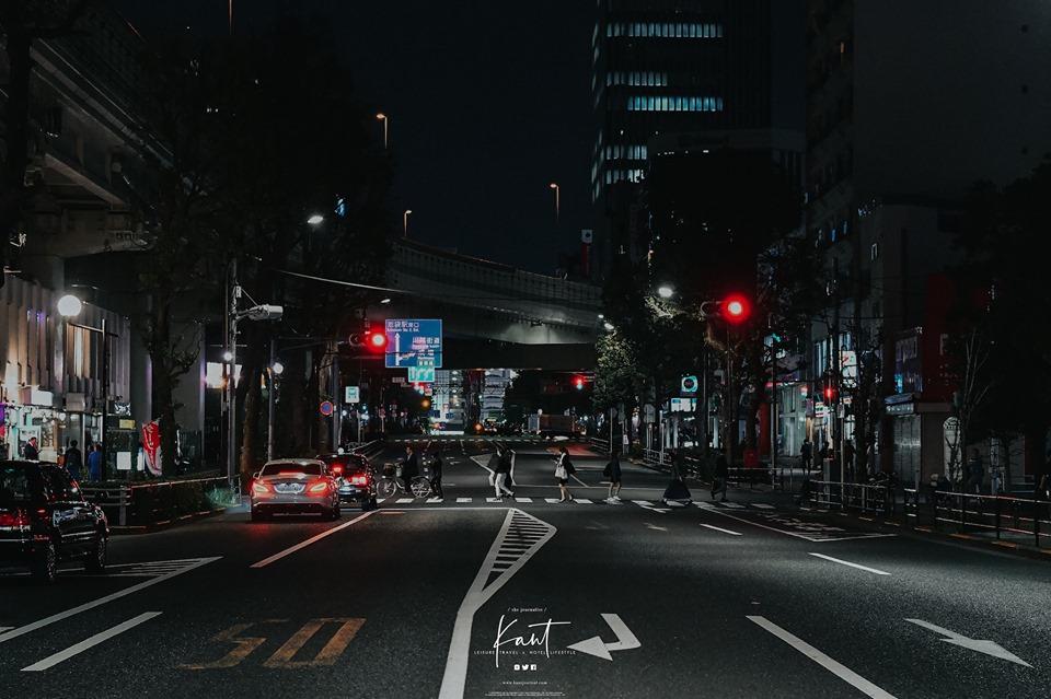 ขับรถที่ญี่ปุ่นในตอนกลางคืน