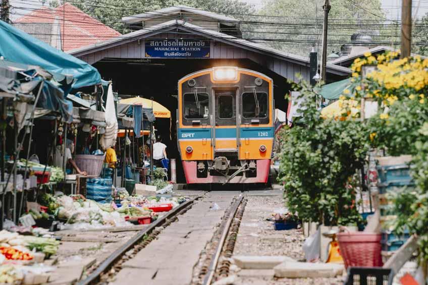 สถานีรถไฟมหาชัย นั่งรถไฟเที่ยว สมุทรสงคราม